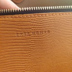 Original Zara women bag . Comes with a small pouch and detachable long strap